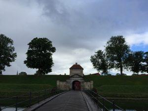 Einer von zwei Eingängen des Kastells